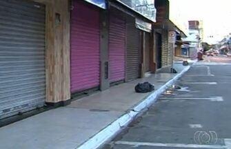Mulher de 60 anos é suspeita de tentar roubar joias em Goiânia - O flagrante aconteceu em uma rua do Setor Campinas, conhecida pelo alto número de joalherias.