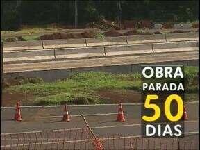 Obras do viaduto da BR-277 está parada há 50 dias - A empresa ainda não cumpriu a determinação do Ministério Público do Trabalho de colocar tapumes para proteger os empregados.