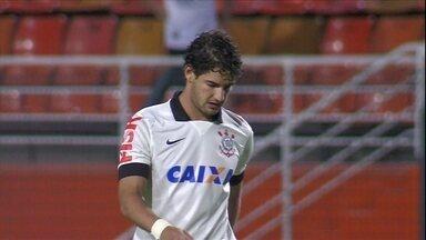 Má fase de Alexandre Pato é assunto no Corinthians - Mano Menezes deve fazer novas mudanças no time para o clássico