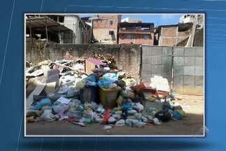 Morador do bairro da Federação reclama da quantidade de lixo acumulado no local - Ele enviou fotos de muito lixo na Rua Mestre Pastinha, em frente ao Hospital Salvador.
