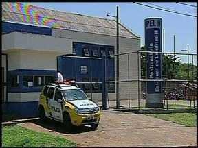 Presos tentam fugir da Penitenciária - A confusão foi na Unidade dois do presídio. Três presos chegaram ao telhado, mas guardas conseguiram frustrar a fuga.