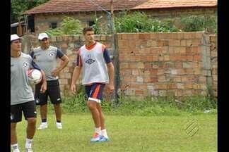 Remo testa nova formação para enfrentar Gavião - Zagueiro Carlinho Rech e volante Dadá são as novidades no time.