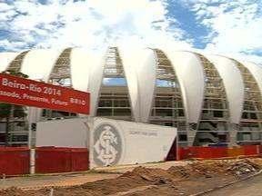 Alice Bastos Neves mostra os detalhes do novo Beira-Rio - Reportagem do Globo Esporte RS visitou as obras do estádio.
