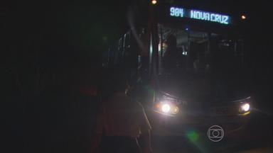Escuridão em estrada que dá acesso a bairro de Igarassu preocupa moradores - Risco de acidentes e de assaltos é alto na PE-14, que leva à comunidade de Nova Cruz.