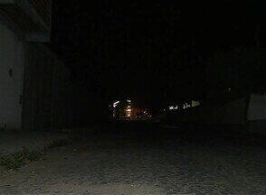 Avenida do Bairro Nova Caruaru está sem energia - Moradores dizem que ligam para a Celpe e o problema não é resolvido.