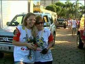 Competidores da prova Transparaná, pegam a estrada em direção a Campo Mourão - 57 duplas de todo o país participam da prova que termina no litoral. Esse ano duas equipes são compostas por mulheres.