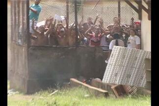 Detentos do centro de recuperação regional de Tucuruí fizeram um motim e mantiveram refém - Agente prisional ficou sob poder dos presos por mais oito horas.