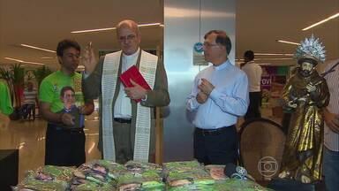 Começa venda de camisetas para a Festa da Esperança, que vai ocorrer na Zona Sul do Recife - Dinheiro vai para as obras de construção da Fazenda da Esperança, um centro dedicado à recuperação de dependentes de drogas.