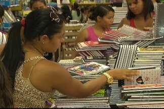 JPB2JP: Início das aulas antecipado aumenta movimento nas livrarias - Algumas lojas fazem promoção e oferecem parcelamento.