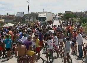 Em Cachoeirinha, moradores da Vila La Casa protestam contra interrupção de energia - Celpe comentou o caso em nota.