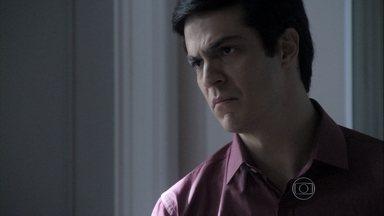 Félix obriga César a se desculpar com Pilar - O médico volta a ofender a ex-mulher e reconhece que agiu por orgulho
