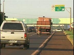 Duas pessoas morrem em acidente na BR-277 - Acidente entre um carro e uma moto deixa dois mortos. Colisão aconteceu perto da praça de pedágio de São Miguel do Iguaçu.