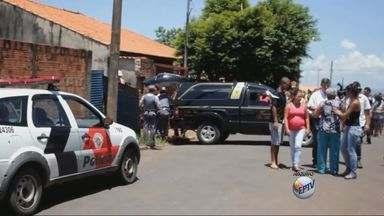 Mãe e padrastro de criança morta em Mococa são transferidos para penitenciária de Tremembé - Mãe e padrastro suspeitos de assassinar criança em Mococa, SP, são transferidos para penitenciária de Tremembé.