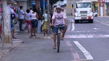 Ciclovia na rodovia Serafin Derenzi divide opiniões entre ciclistas e comerciantes no ES - A ciclovia foi um pedido da comunidade, mas comerciantes dizem que estão tendo prejuízos porque clientes não têm mais onde estacionar.