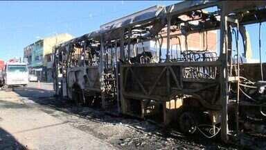 Grupo ateia fogo em ônibus em protesto por morte de adolescente na Serra, ES - Coletivo da linha 824, sai de Nova Carapina para o Terminal de Laranjeiras.Testemunhas acreditam que o crime pode ter relação com menor morto pela polícia.