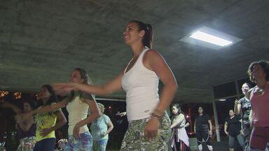 Zumba atrai cada vez mais adeptos na Baixada Santista - Professor da dança chegou a participar de DVD da cantora Claudia Leitte