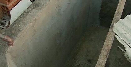 Continuam sofrendo com falta de água os moradores do Sítio Peladas, em Caruaru - Após visita de equipe da Compesa, água não teria chegado na parte mais alta da comunidade.