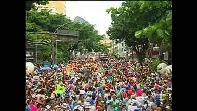 Carnaval de Rua começa oficialmente neste sábado (1º) no Rio - Um dos momentos mais divertidos do Carnaval é escolher a fantasia, um dos destaques dos blocos na cidade. São 457 blocos e cinco milhões de foliões são esperados.