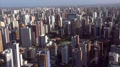 Secretaria das Finanças de Fortaleza fica lotada com reclamação sobre o IPTU - Moradores reclamam do aumento de até 15%.