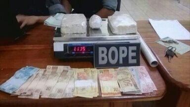 Quatro pessoas são presas suspeitas de tráfico de drogas - Quatro pessoas foram presas em Santana suspeitas de tráfico de drogas.