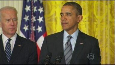 Empresas americanas ajudam em plano de contratação a desempregados - Para comemorar, Barack Obama reuniu-se na Casa Branca com presidentes de grandes empresas. Quase quatro milhões de americanos são desempregados há muito tempo.