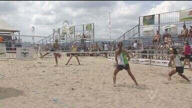Beach Tênis é destaque no aniversário da cidade de Santos - No último domingo (26), o município completou 468 anos. Um torneio de beach tennis foi realizado no local para celebrar a data.