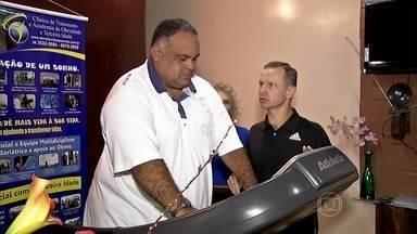 Exames revelam que Éder tem hipertensão - O ex-jogador de futebol está com 167 quilos. A circunferência abdominal está bem acima do recomendado. O risco de pressão alta se confirmou e precisará tomar remédios. A gordura corporal surpreendeu os médicos.