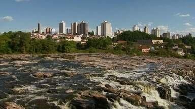 Reservatórios de água estão em níveis críticos no interior de São Paulo - Em algumas regiões, os moradores já enfrentam problemas no abastecimento. Em janeiro, choveu apenas 30% do esperado. Os reservatórios estão trabalhando com 20% da capacidade.