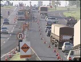 Obras geram congestionamento na rodovia Raposo Tavares - Motoristas reclamam da lentidão no trecho.