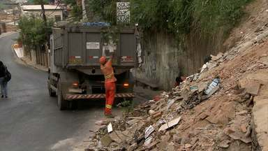 Moradores do Taquaril, em BH, reclamam da grande quantidade de lixo nas ruas - Bairro fica na Região Leste.