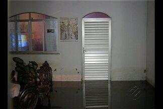 Após noite de chuvas, moradores enfrentam alagamentos em vários bairros de Belém - Moradores de áreas mais baixas da cidade ou próximas a canais são as que sofrem durante o chamado 'inverno amazônico'