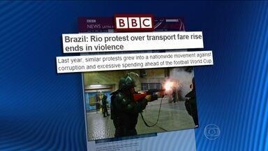 Violência no Rio é notícia nos principais jornais internacionais - A imprensa estrangeira mencionou o ferimento grave sofrido por um cinegrafista e destacou a preocupação com a segurança nas vésperas da Copa do Mundo.