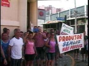 Sexta-feira (7) é marcada por protestos em Rio Grande, RS - Moradores pedem melhorias em estrada próxima a parque eólico e no fornecimento de energia elétrica.