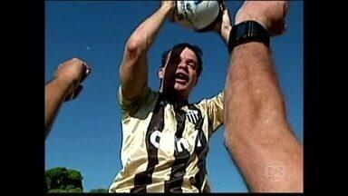 Túlio comemora a marca do milésimo gol - O atacante Túlio finalmente chegou ao grande objetivo do seu fim de carreira: Marcar o milésimo gol, segundo suas próprias contas.
