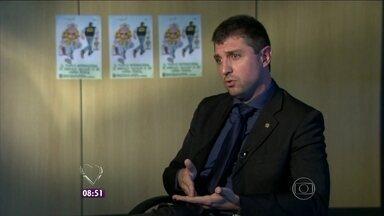 Polícia Federal explica a importância do combate ao tráfico de animais - Delegado Franco Perazzoni conta que uma cobra brasileira pode custar até 60 mil dólares
