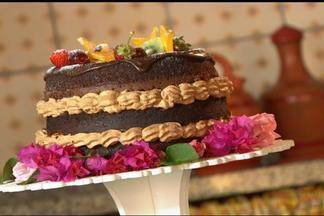 Bolo pelado - Aprenda a fazer um bolo bem decorado e que deixa o recheio à mostra. É um bolo pelado. Para imprimir a lista de ingredientes e o modo de preparo, acesse www.tvtem.com/nossocampo