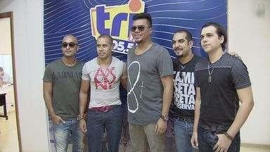Sorriso Maroto esteve no estúdio da rádio Tri FM - Grupo de pagode esteve em Santos e fãs acompanharam de perto o show no estúdio da Tri