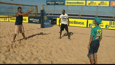 Gilmário relembra tempos de boleiro no vôlei de praia - Paraibano, que foi boleiro de Ricardo e Emanuel, agora divide as quadras com os campeões.