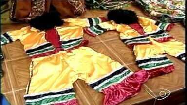 Escolas de samba de Colatina, ES, se preparam para o carnaval - Agremiações se prepararam para os desfiles.