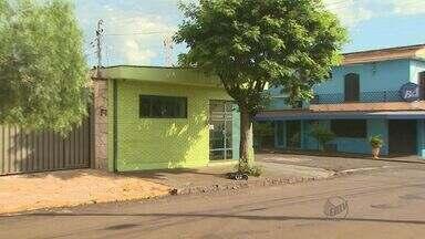 Aumento de criminalidade assusta moradores de bairro Ipiranga em Ribeirão - Ladrões agem durante o dia, e quase sempre estão armados. Na sexta (21), um aposentado foi baleado em frente à casa após reagir a assalto.