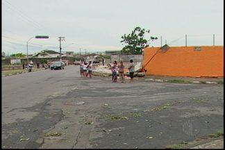 Uma pessoa morre e outra fica ferida após queda de muro de escola em Suzano - O acidente aconteceu neste domingo (23) após fortes chuvas que duraram cerca de 20 minutos.