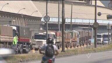 Instalação de novos terminais de grãos causam discussão em Santos - Sindicalistas, líderes comunitários e prefeitura se uniram contra a instalação de novos terminais de grãos.