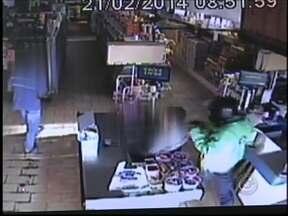 Suspeito de ter cometido três assaltos em mesmo dia é preso em Itaí - Um homem suspeito de ter cometido diversos assaltos em Itaí (SP) foi preso na manhã desta segunda-feira (24). Segundo a Polícia Civil, o homem é suspeito de ter roubado três comércios na última sexta-feira (22).