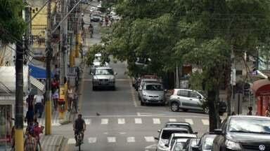 Moradores de Itatiaia, RJ, comentam decisão da prefeitura de não realizar Carnaval de rua - População gostou da medida, que é posta em prática pelo segundo ano consecutivo; governo municipal alega outras prioridades.