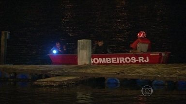 Homem foge da polícia mergulhando na Lagoa Rodrigo de Freitas - Ele e outro homem, que foi preso, praticavam assaltos a mão armada na zona sul da cidade em uma moto. Testemunhas chamaram a polícia e houve perseguição. Os suspeitos foram parados e um deles se atirou na lagoa e desapareceu.