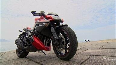 Conheça a moto do filme 'Robocop' - O brasileiro José Padilha, diretor da superprodução hollywoodiana, conta como adaptou a Kawasaki 1000 para a telona.