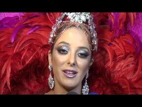 """30 segundos de carnaval: Ticiane Pinheiro conta que decidiu desfilar há 20 dias - A apresentadora que desfila pela Vila Isabel conta como se preparou para o desfile desta segunda (3) e conta como pretende conquista o público durante o desfile: """"Tem que fazer umas carinhas, umas coisinhas"""", afirma Ticiane."""