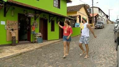 Conceição de Ibitipoca vira sinônimo de descanso durante o carnaval - A vila recebe turistas que querem fugir da folia, e ficar perto da natureza. Além das belezas naturais do parque estadual, o lugar oferece boas opções de restaurantes, bares e artesanato.