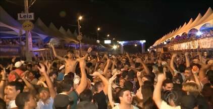 Mistura de ritmos animou milhares de foliões em Cajazeiras, Sertão da Paraíba - Confira como foi a noite de festa e animação na cidade.
