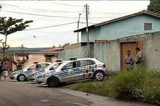 Polícia prende suspeitos de roubo a casa de Goiânia - Na casa onde estavam os suspeitos a polícia encontrou armas, televisores e videogames.